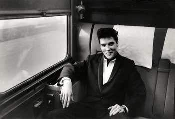 Elvis on the train from Dallas to L-A in april 20 1960. That same day on that train Elvis gave an interview that you can see on my board ; The great interviews vol.5.