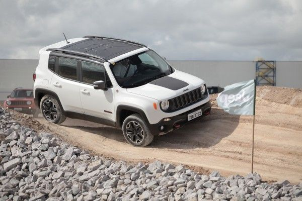 Quer Um Renegade A Diesel Ate Maio So Havera O Trailhawk Noticias Mercado Jeep Renegade Trailhawk Motorcycle Camping Gear Jeep Renegade