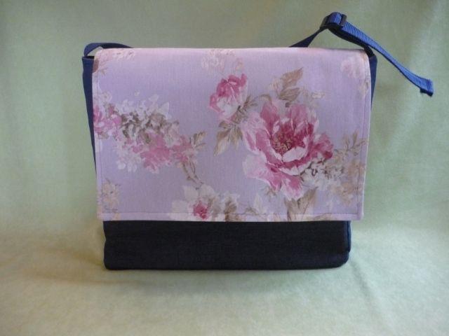 Eine Tasche für alles! Ein echtes Unikat!  Super geeignet für Schule, Büro, Uni, Wickeltasche oder einfach zum Shoppen.Der Schultergurt ist stufenlos