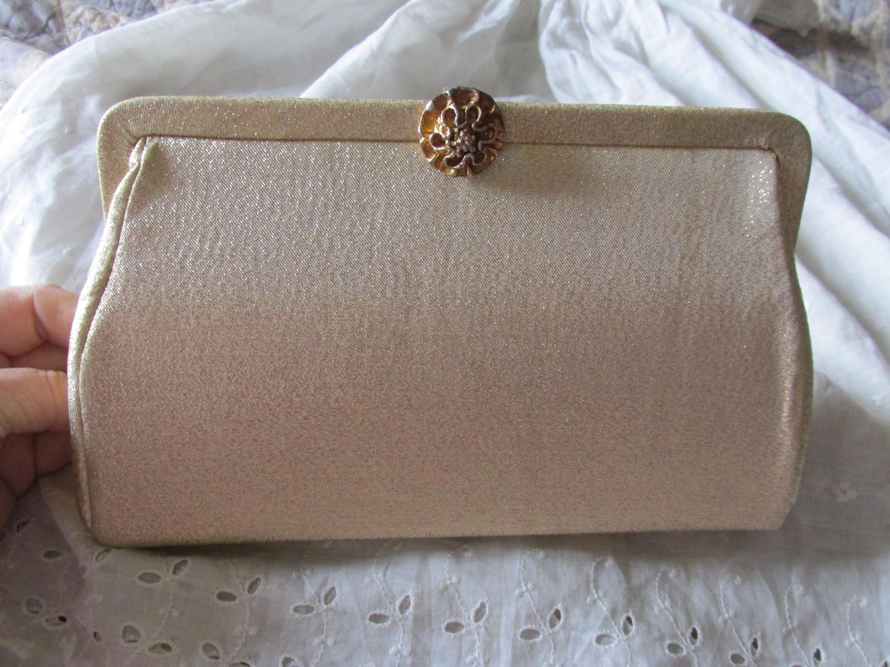 be08c0d391 Vintage GOLD LAME CLUTCH Purse Gold Sateen Lining Measures 9