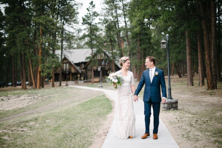 Bride and groom wedding photo | fabmood.com #weddingphoto #wedding #rusticwedding #weddingstyle #ido #weddinginspiration