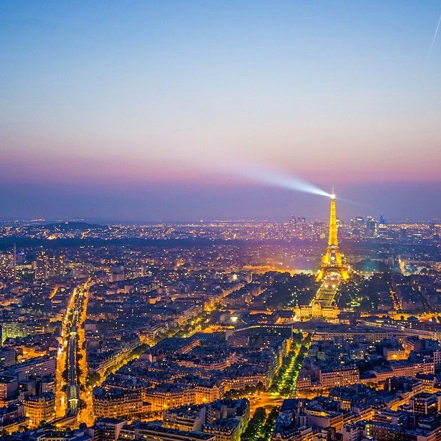Nighttime in the City of Light. Photo courtesy of brianthio on Instagram.