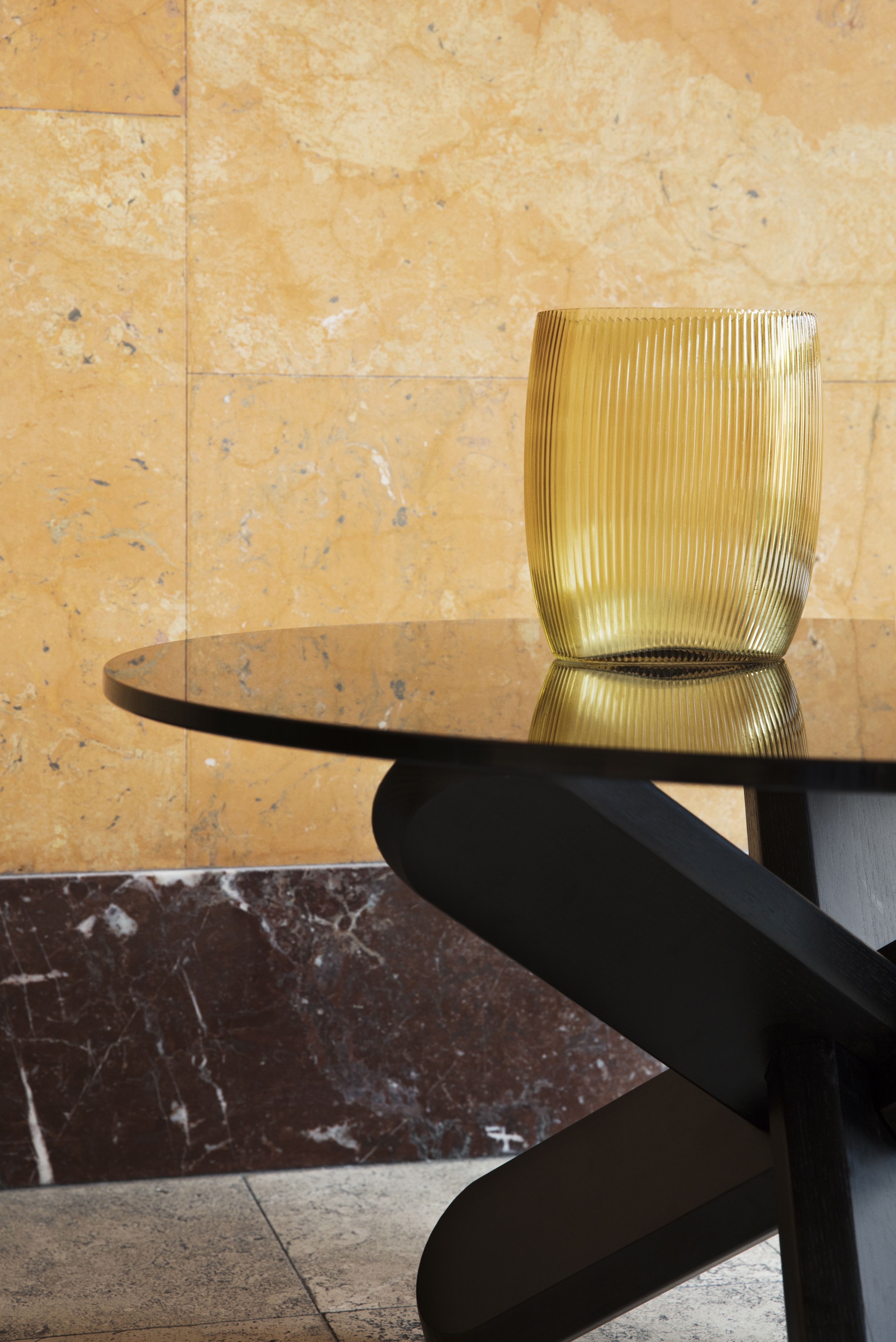 Ding Table A Scuptural Coffee Table In Transparent Glass And Oak Glass Top Table Coffee Table Glass Table