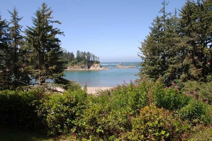 Oregon state parks sunset bay state park yurts showers for Oregon state parks yurts and cabins