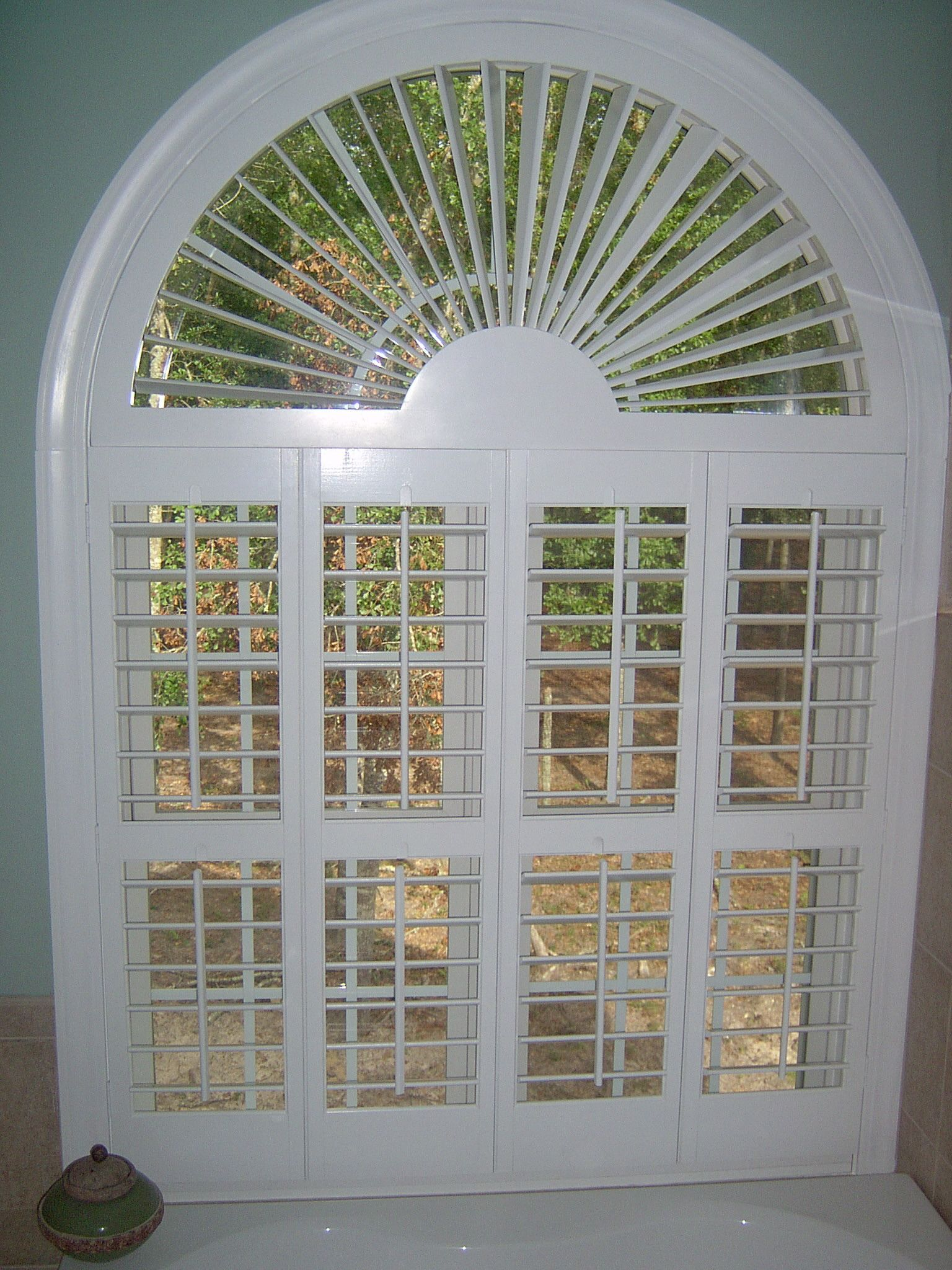 3 1 2 plantation shutters with sunburst arch for Arch top windows