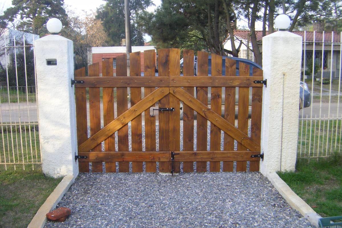 Portones a medida madera y hierro con materiales de for Puertas y portones de madera