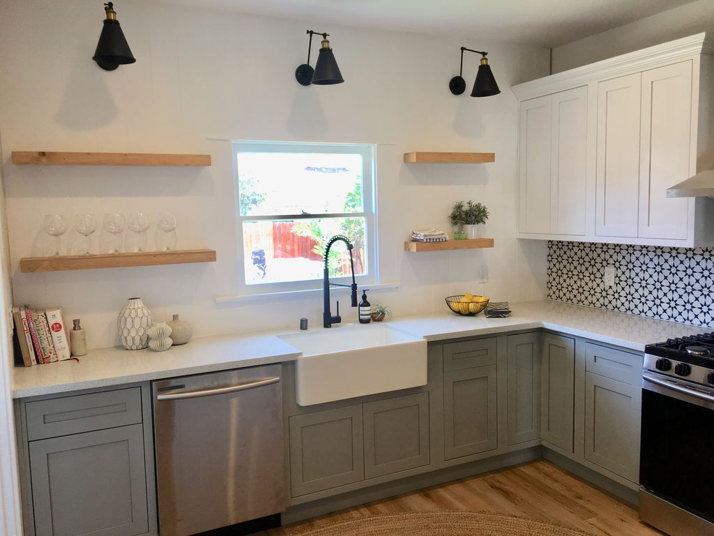 1828 W 43rd Pl Los Angeles Ca 90062 Zillow Kitchen Cabinets Home Kitchens Kitchen