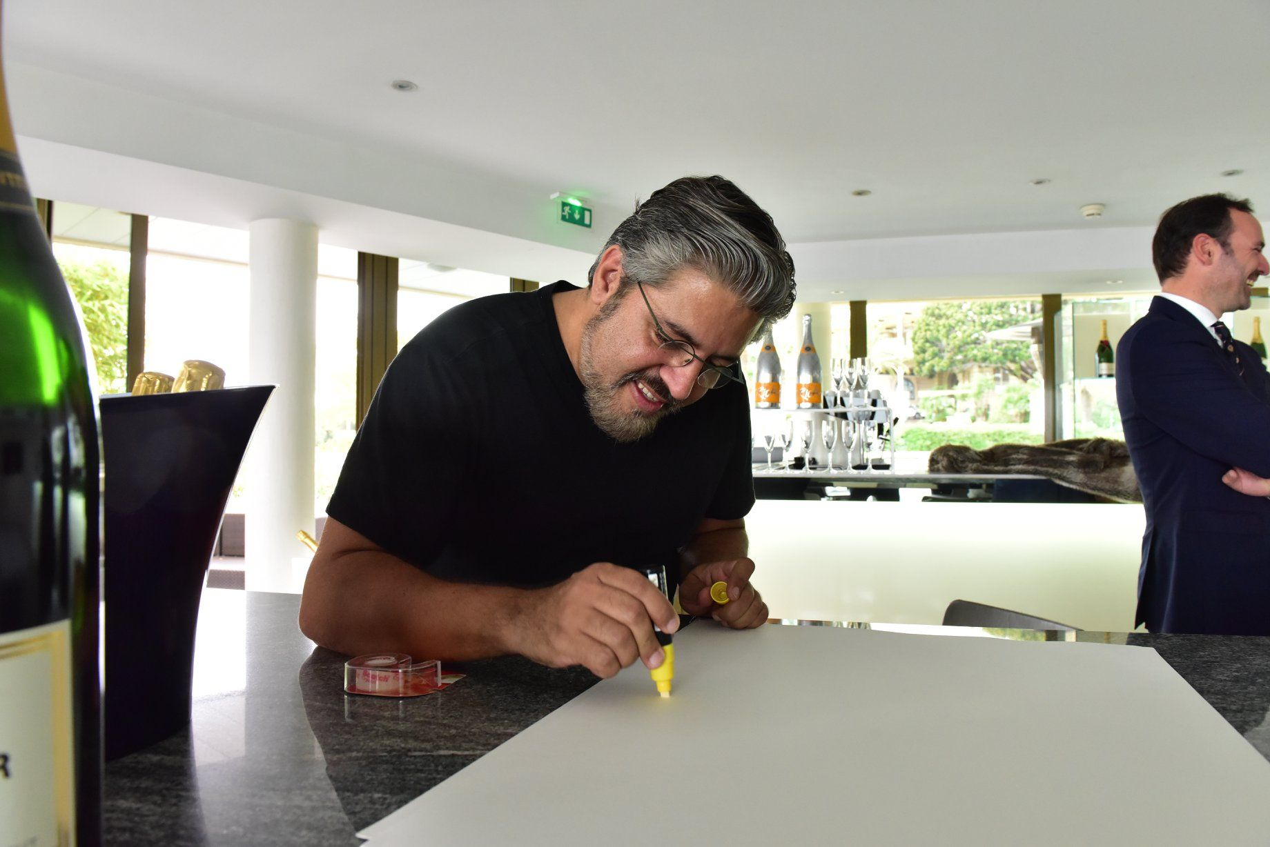 Marcos MARIN Op'art durant le 1er WSLA Handprints Show