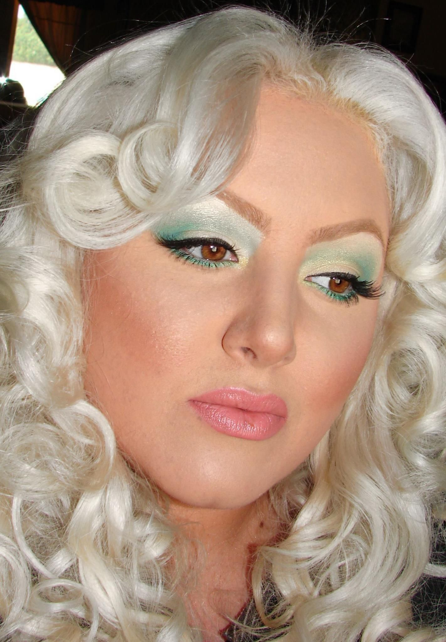 Green Eyeshadow Eye Shadow Eye Makeup Looks Blonde Hair Curls