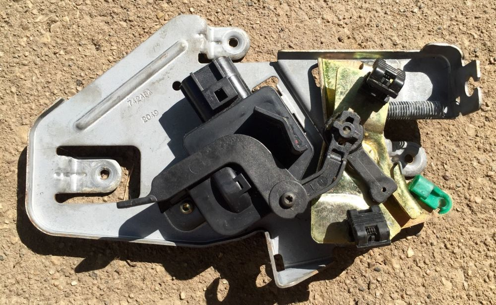 19992004 Jeep Grand Cherokee Back Hatch Power Door Lock