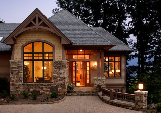 Traditional style home in asheville nc built by morgan for Modelos de cabanas rusticas