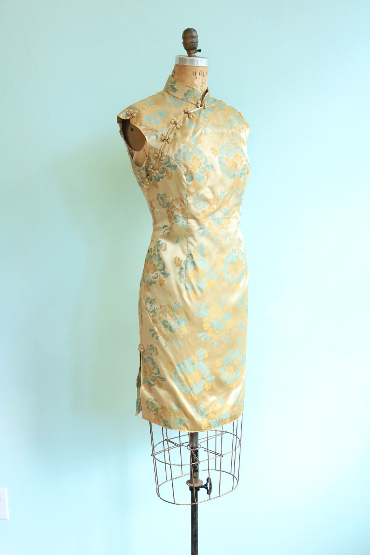 Kleid gold seide