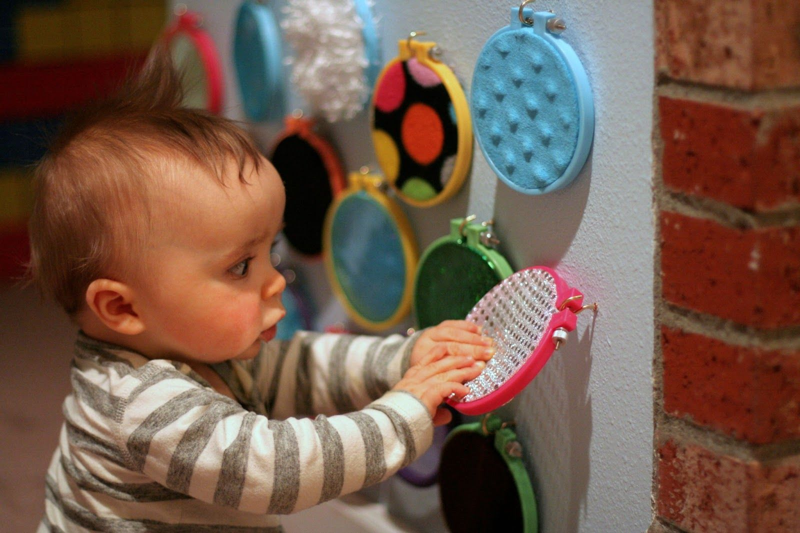diy sensory boards for babies and toddlers experimentar pinterest bebe montessori y. Black Bedroom Furniture Sets. Home Design Ideas