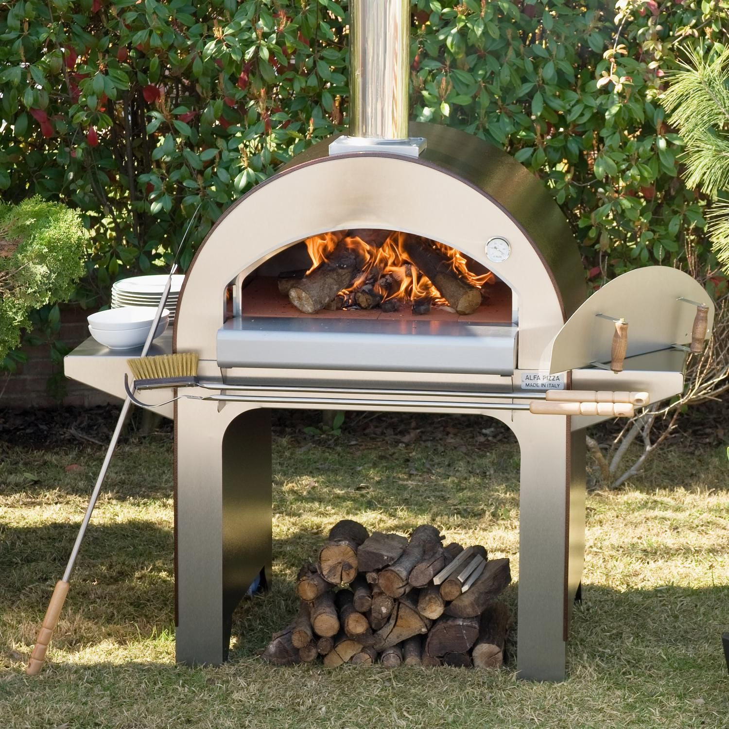 alfa forno 4 wood burning pizza oven on cart available at bbq guys