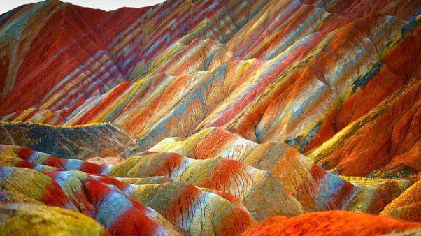 Las sorprendentes montañas de colores de China  