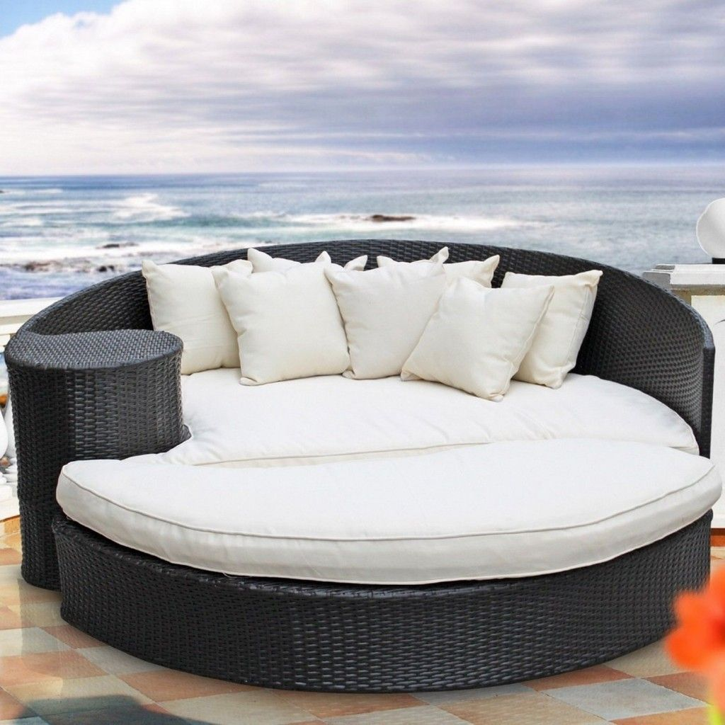 outdoor porch bed | Dreaming of Outdoor Lounge Furniture | A great ...