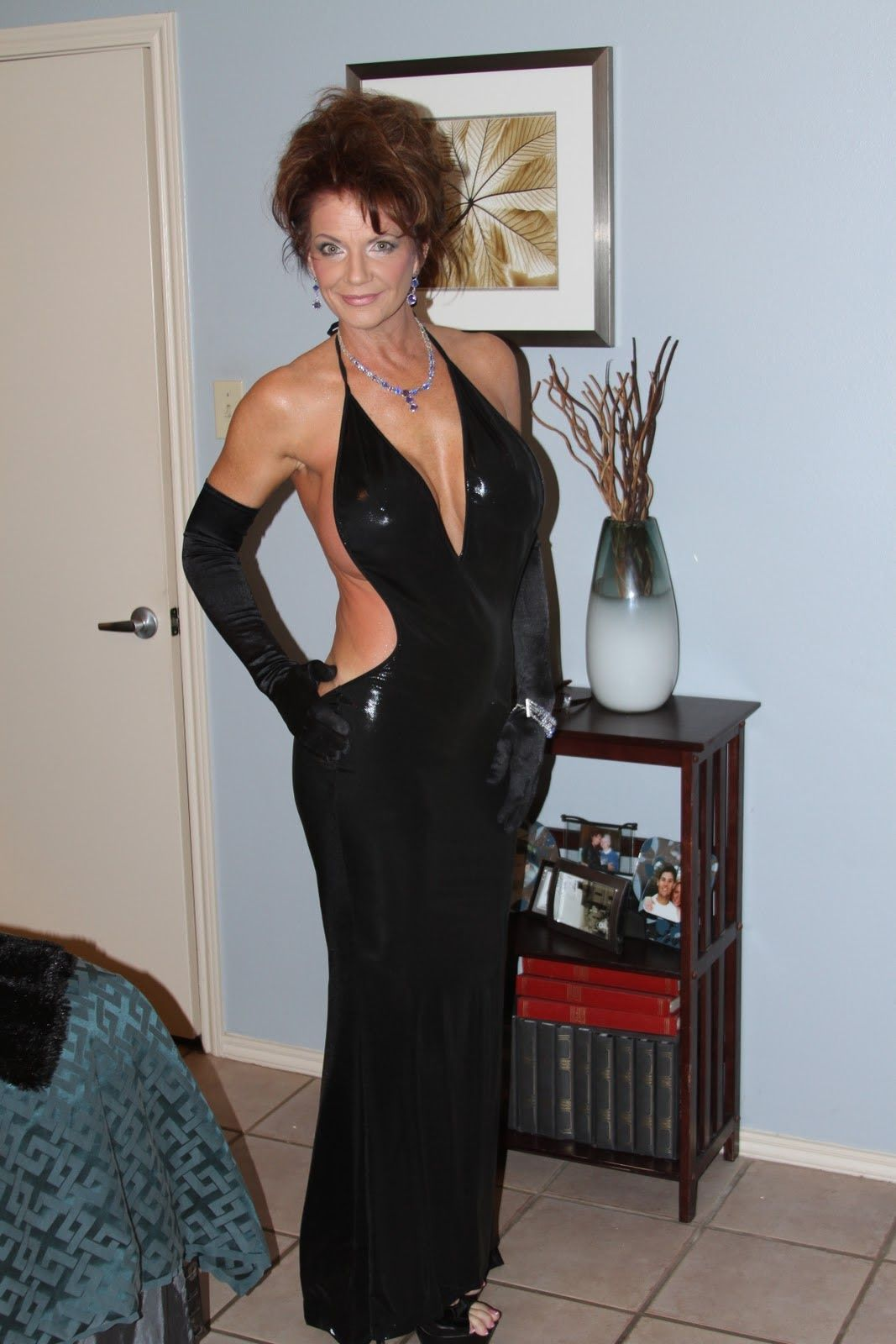 Meet thousands of single Cougars in Edmonton with Mingle2s free personal ads and chat rooms..