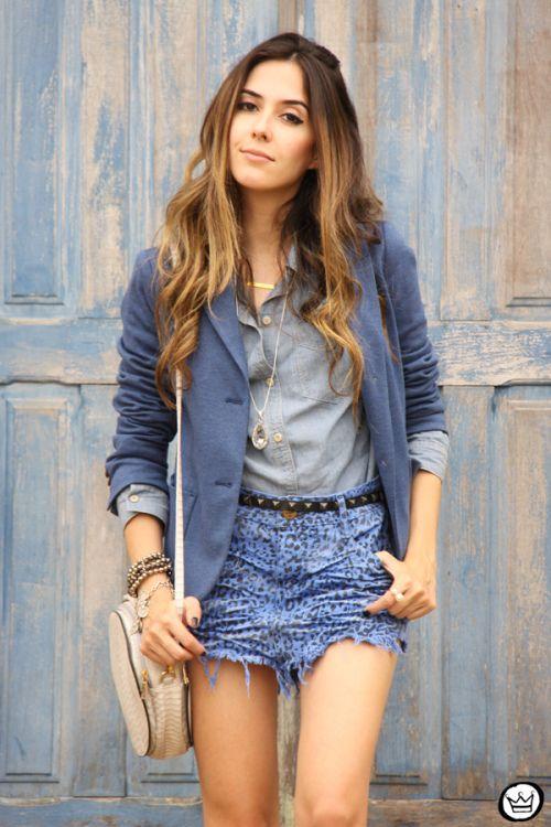 Aprenda a usar saia jeans em diferentes modelagens e para diversas  ocasiões. Veja também dezenas de looks inspiradores com saia jeans. 47b6e0971a4