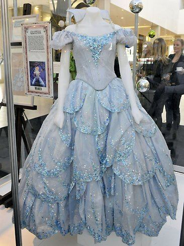 117241-wicked-costumes-and-sketches-exhibition.jpg 366×488 pixels