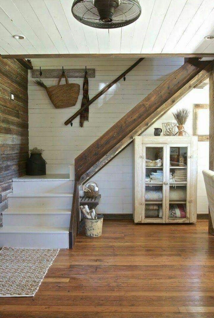 Pin By Karisa Humes On Arredare Farmhouse Staircase Staircase Decor White Shiplap Wall