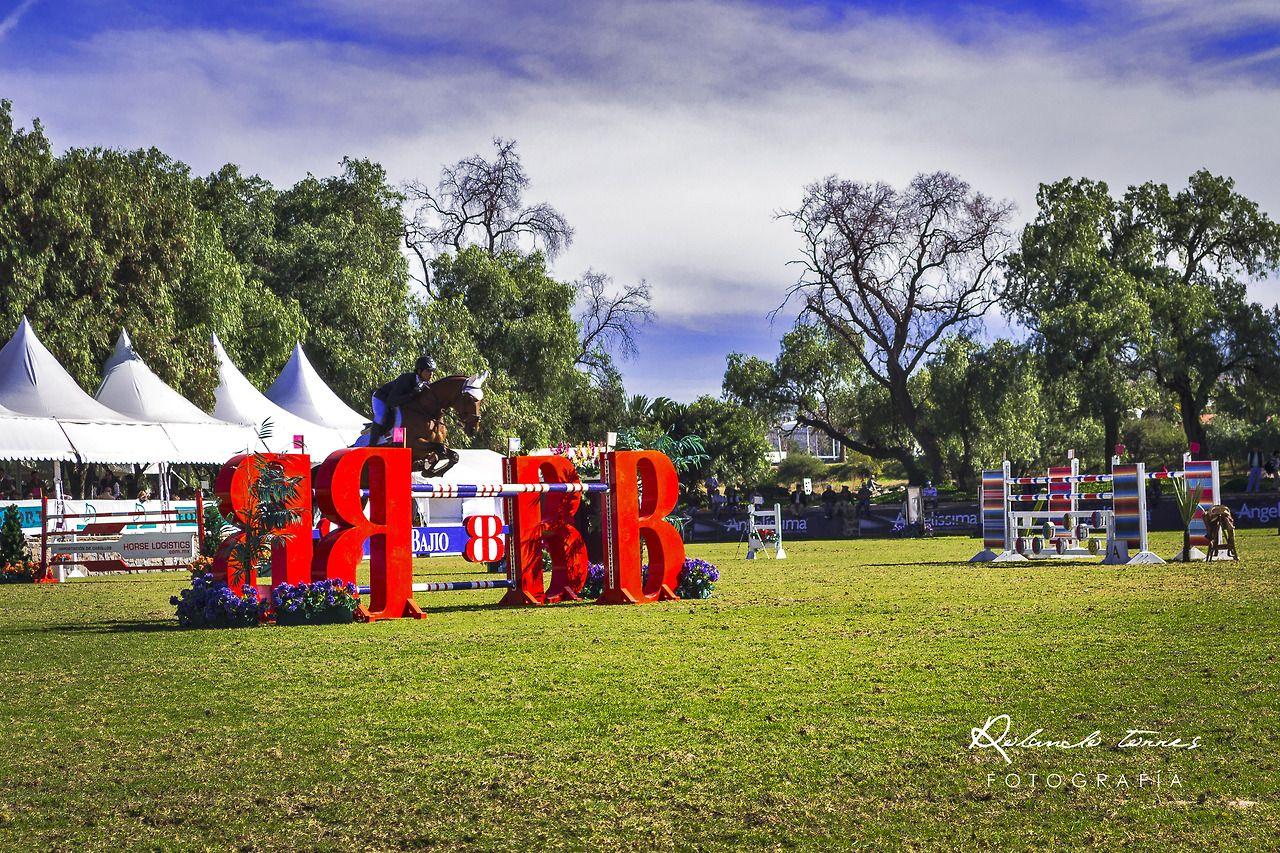 Hípico, Manda saltar el corazón, que el caballo viene detrás. Autor: RTG Lugar: Hípico, Balvanera, Querétaro, Mexico.