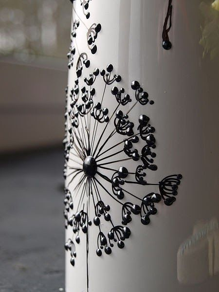 upcycling vase diy blumenvase bemalen mit perlenpens. Black Bedroom Furniture Sets. Home Design Ideas