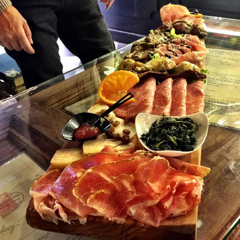 @LaProsciutteria - Rome LOVES #salami and #prosciutto