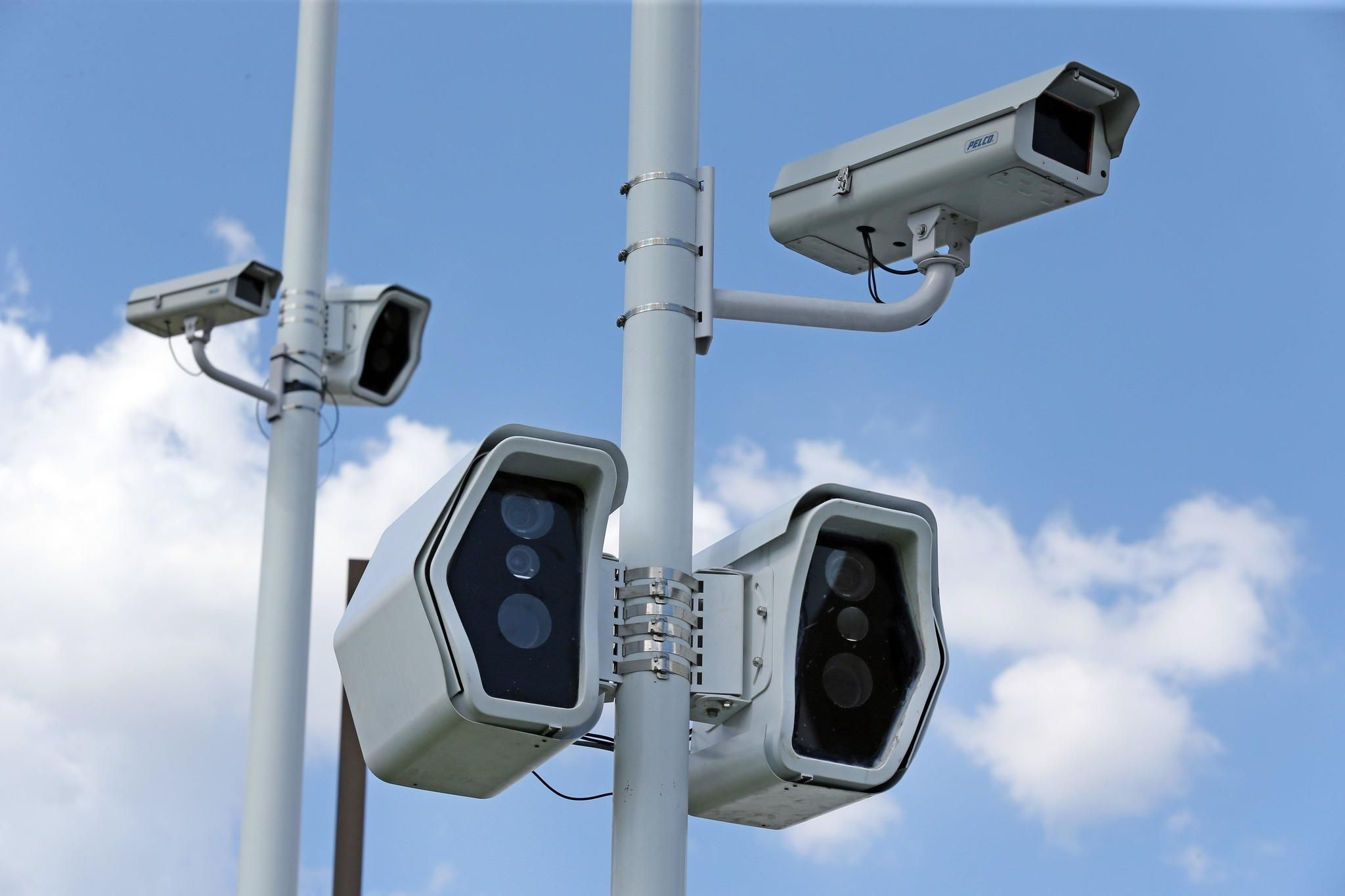 Gurnee, Waukegan mayors say red-light camera intersections