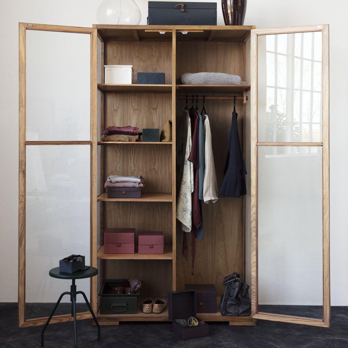 une armoire vitrine avec porte vitr e pour une d co moderne et contemporaine avec penderie et. Black Bedroom Furniture Sets. Home Design Ideas