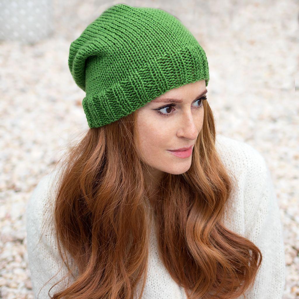 Beginner Flat Knit Hat Knitting Pattern | Slouch hat knit ...