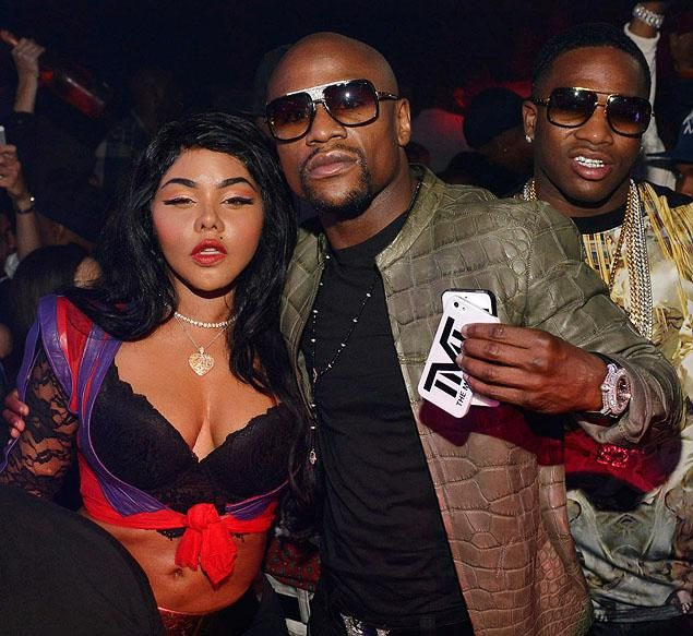 ATLANTA, GA - SEPTEMBER 27: Lil Kim, Floyd Mayweather and ...