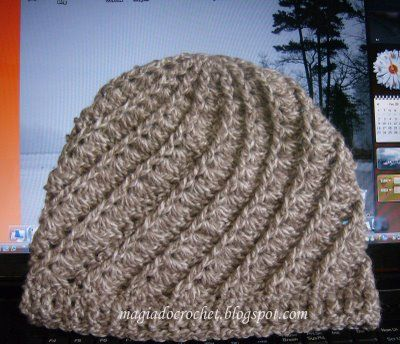 Divine hat with pattern. Made by Magia do crochet.