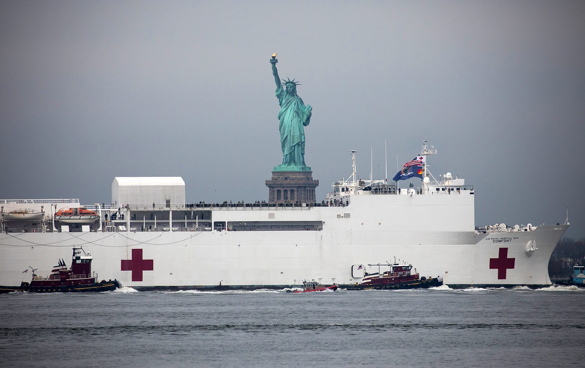 Pictures Usns Comfort Hospital Ship Arrives In New York City City Hospital New York Harbor Nyc Hospitals