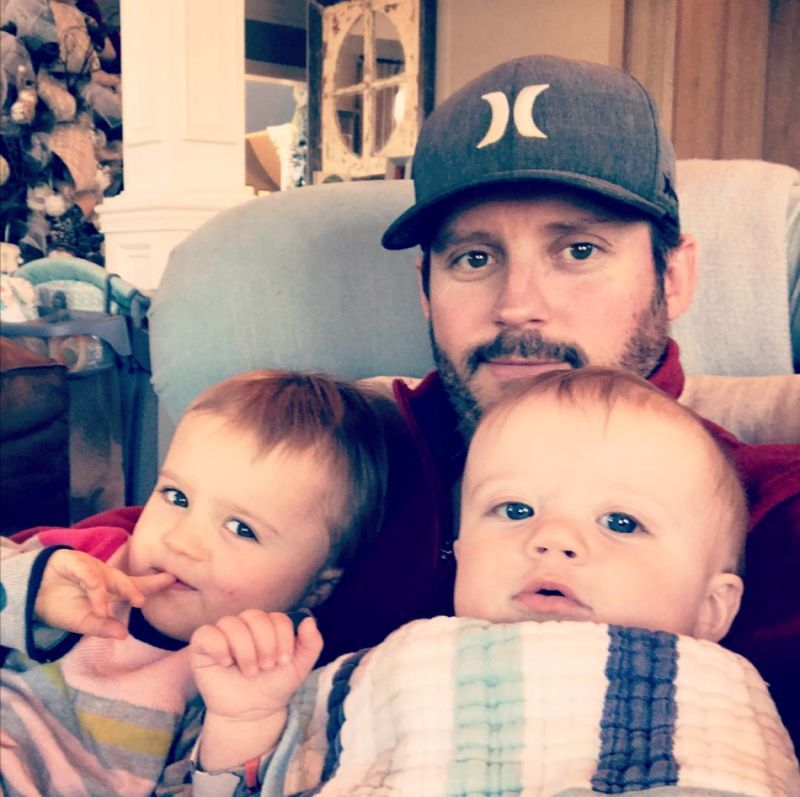They Re All Mine Kelly Clarkson Shares Adorable Instagram Of Her Husband And Kids Kelly Clarkson Family Kelly Clarkson Hit Songs