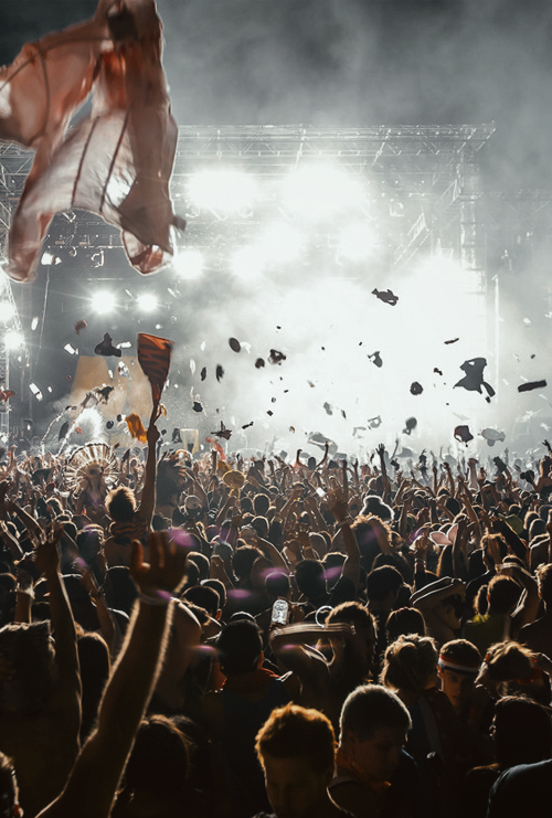 Fancy performing at Glastonbury 2014? of course you do! Glastonbury organisers are giving you the chance to perform at the UK's largest music festival as part of the Emerging Talent Competition.  http://www.glastonburyfestivals.co.uk/news/2014-emerging-talent-competition-enter-nowStop by the best outdoor bar in #SWFL! The Center Bar in Bonita Springs has great drinks and a great atmosphere! thecenterbar.com/