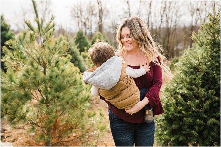 Family Photos At Emmerich Christmas Tree Farm In Warwick Ny In 2020 Fun Christmas Photos New York Wedding Venues Christmas Tree Farm