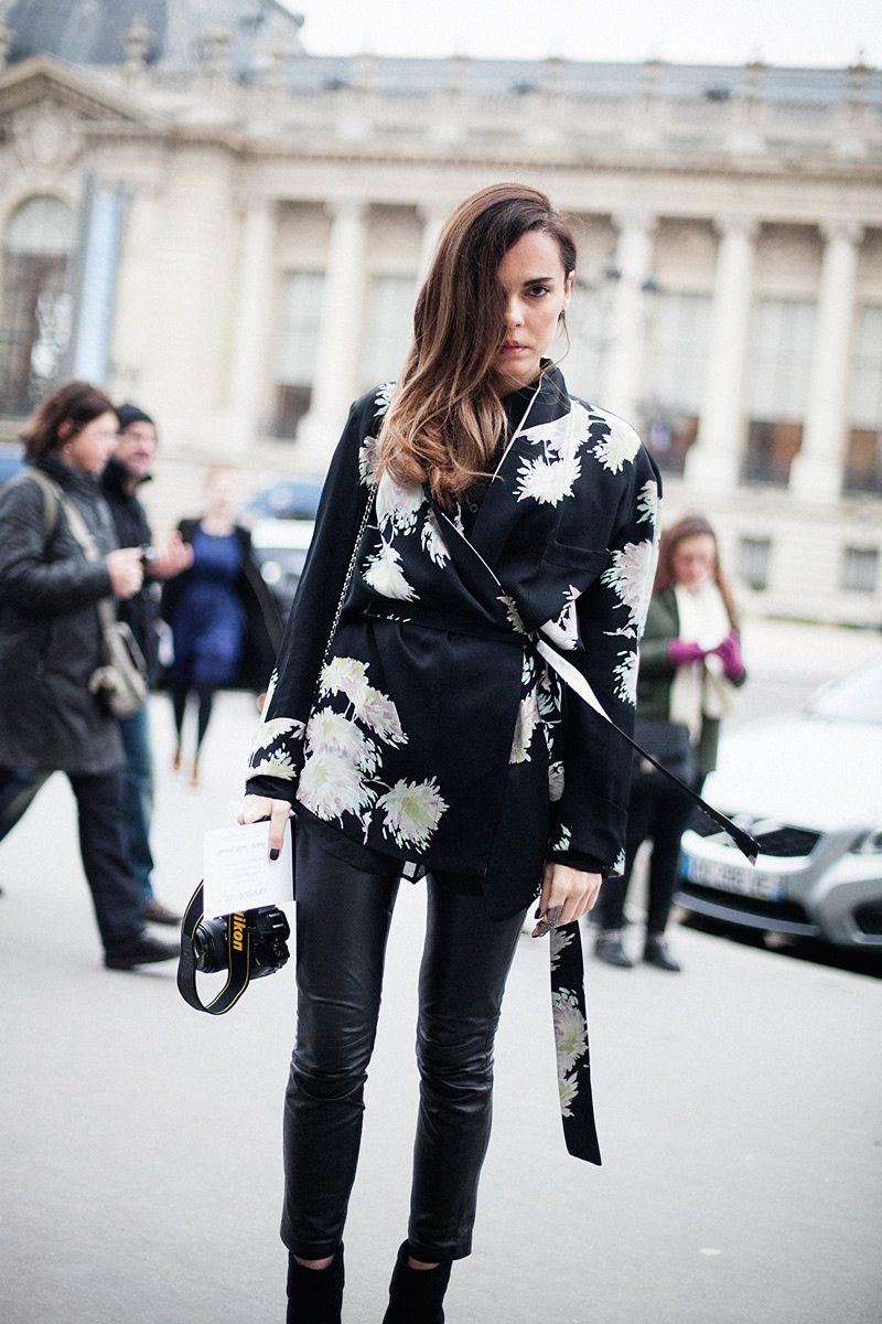 Fotos de street style en Paris Fashion Week: Tallulah Harlech de Dries Van Noten
