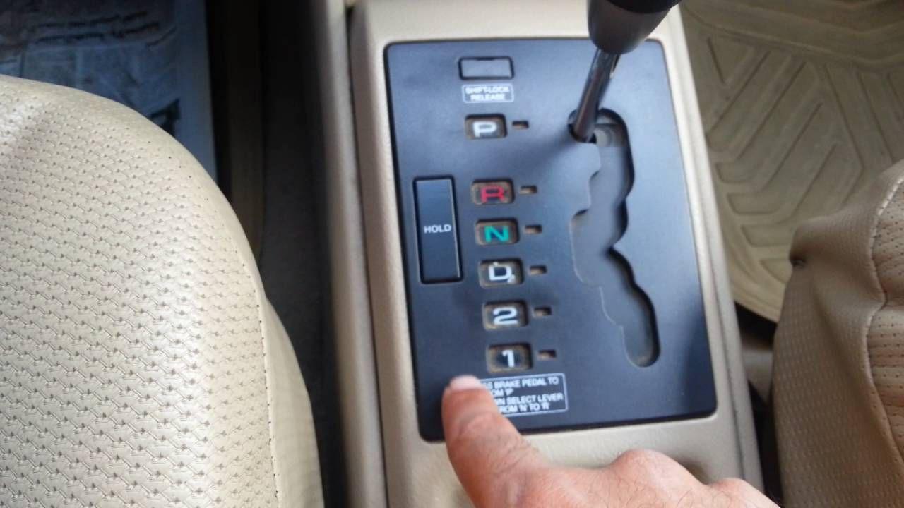 تعليم قيادة السيارة الاوتوماتيك من منزلك الدرس الأول الغيارات Nintendo Wii Controller Galaxy Phone Samsung Galaxy Phone