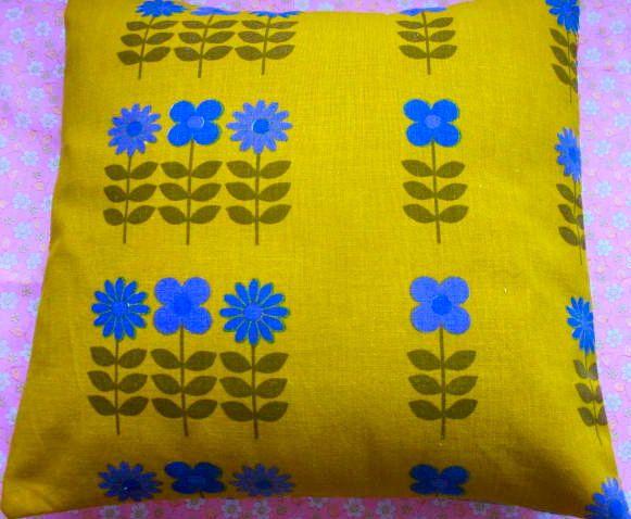 Vintage Fabric Cushion Cover - 1970s Dutch Dekoplus stem flower fabric.