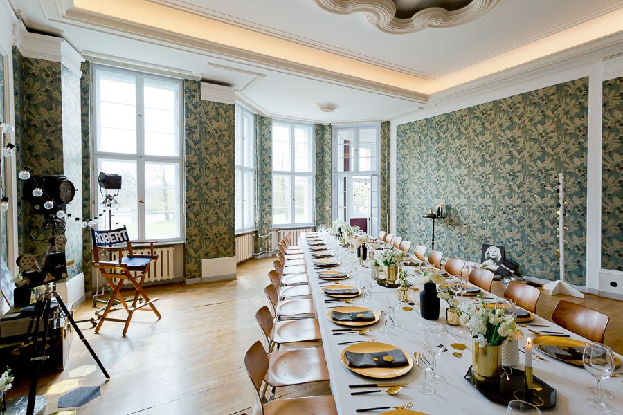 Feiern Im Gastehaus Im Lehnitzsee Potsdam Lassen Sie Sich Von Unseren Filmproduktionen Inspirieren Eine Auswahl Unterschiedlichster Branc Gastehaus Haus Gast