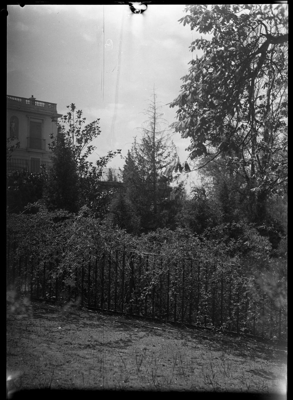 Jardines del palacete de la Moncloa. Madrid, ca. 1930. Autor: Tomás Prast.