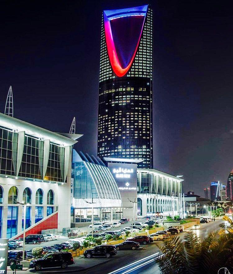 Kingdom Tower Riyadh With Images Architecture Landmark Landmark Buildings Skyscraper