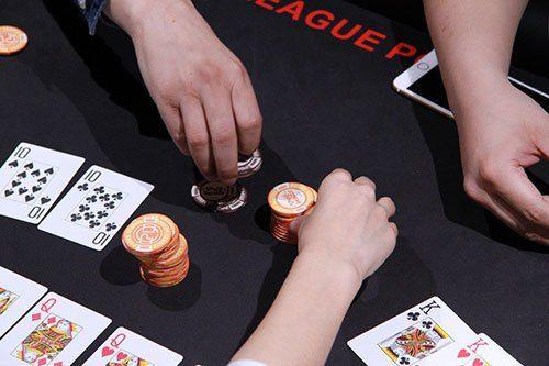 poker dengan baik sekaligus mampu memainkannya dan ingin bisa menjadi seorang penjudi handal maupun penjudi professional di sebuah situs Agen Judi Poker Online