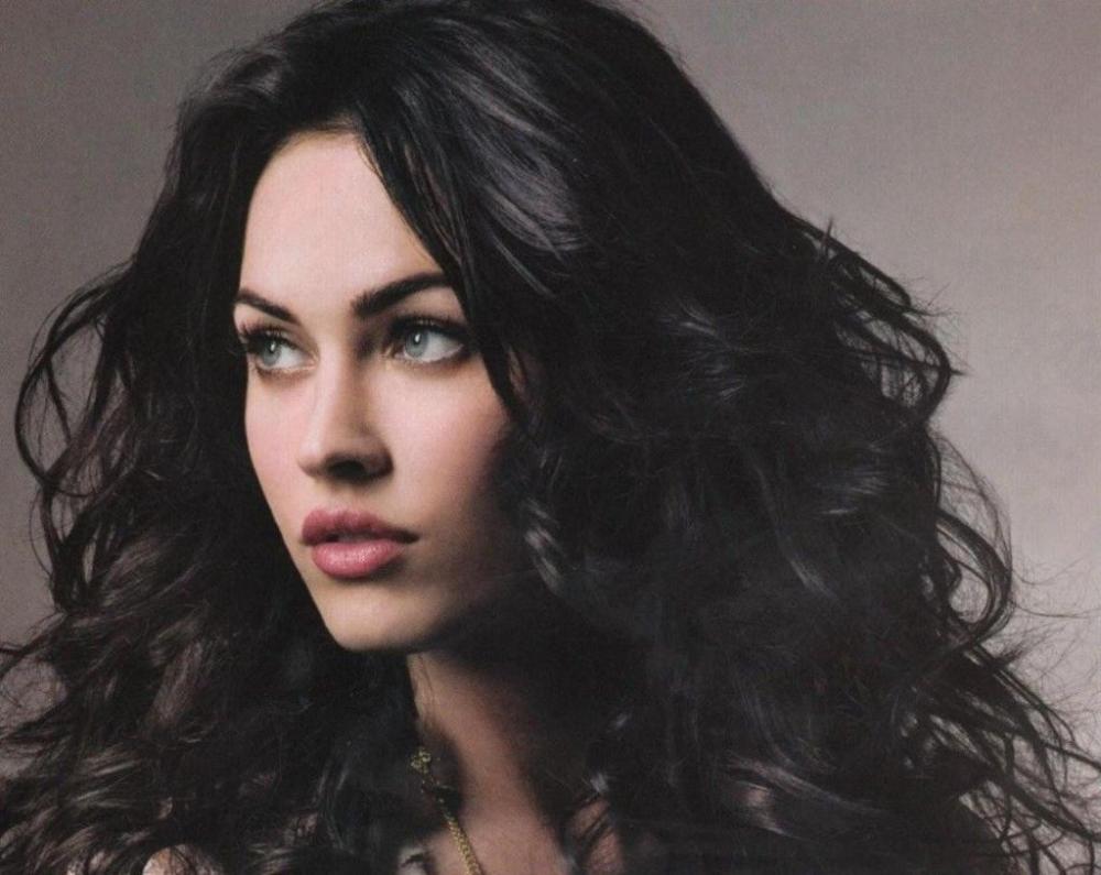 Beautiful Girl Black Hair Google Search In 2020 Black Hair Pale Skin Dark Hair Blue Eyes Black Hair Blue Eyes