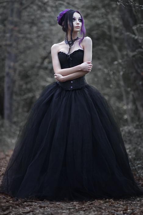 Darya Goncharova   Gothic   Pinterest   Schwarze hochzeitskleider ...