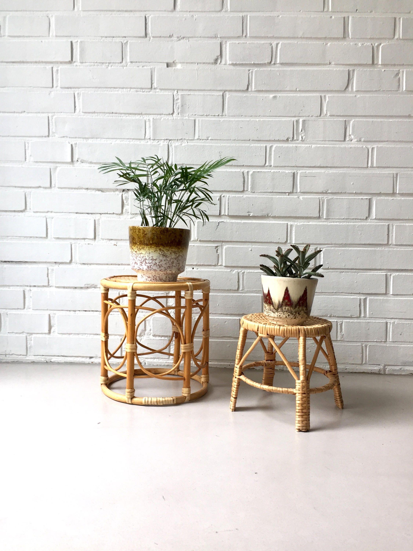 Fesselnd Vintage Blumenhocker, Rattan Hocker, Set Von Zwei, Beistelltisch, Mid  Century Möbel,