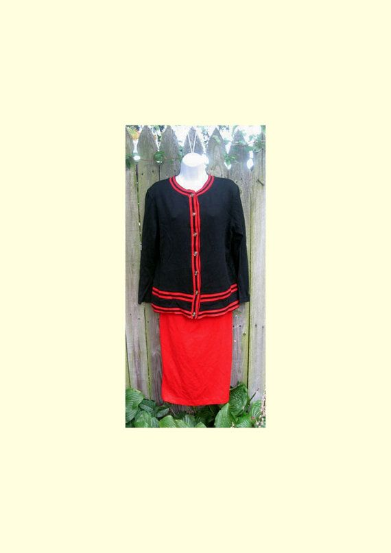 Sweater Knit Skirt Suit vintage 80s Black Red by TymeAfterTyme, $39.00  #Teamlove #vintage #jewelry #Fashion #etsyretwt