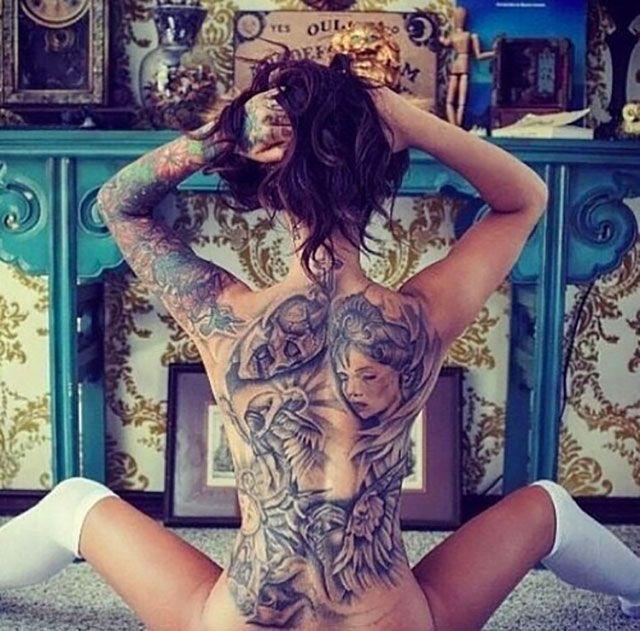 femme tatou e dos tatouage sexy sexy pinterest tatouage tatoua et beau tatouage. Black Bedroom Furniture Sets. Home Design Ideas