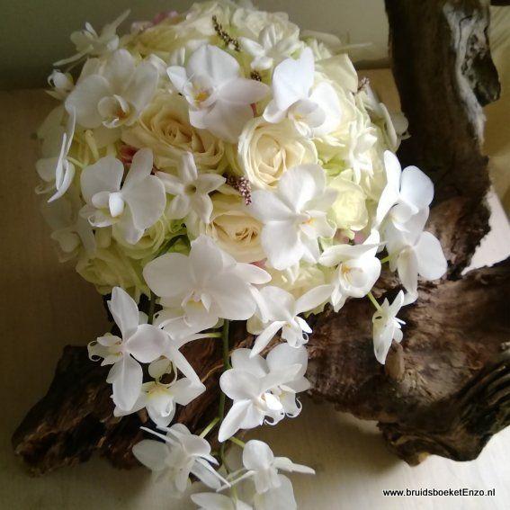 prachtig bruidsboeket met witte avalance roos, phalaenopsis en stephanotus Door Bruidsboeket & Zo