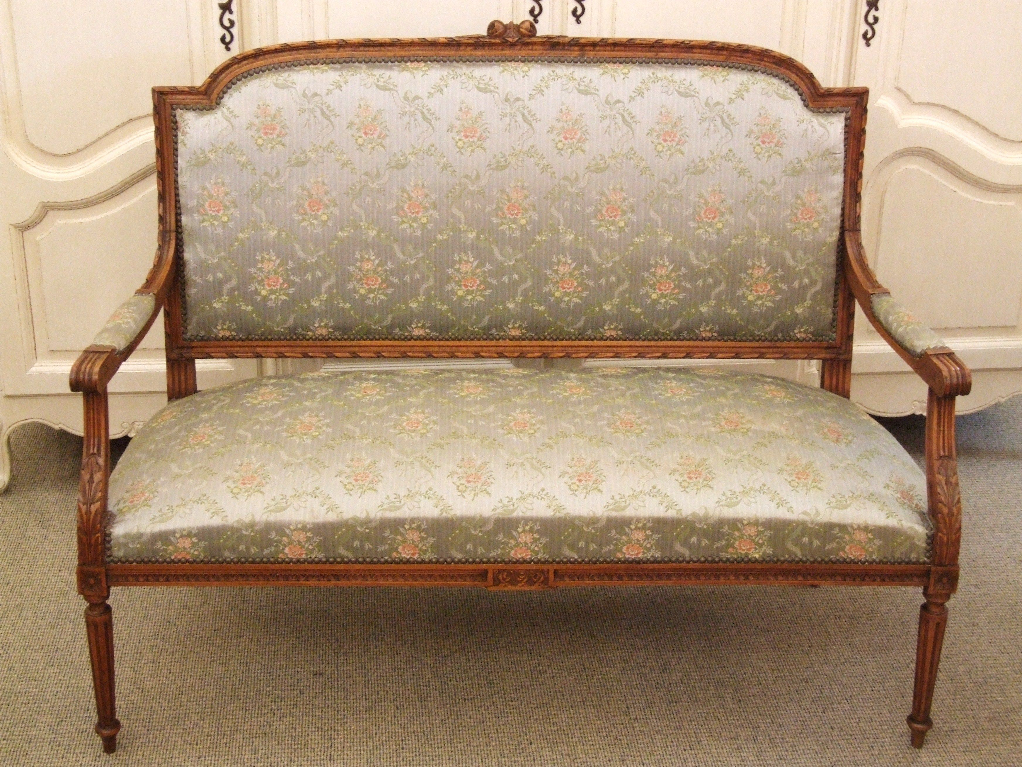 F410   Divine Antique French Empire Style Sofa / Settee / Canapé .